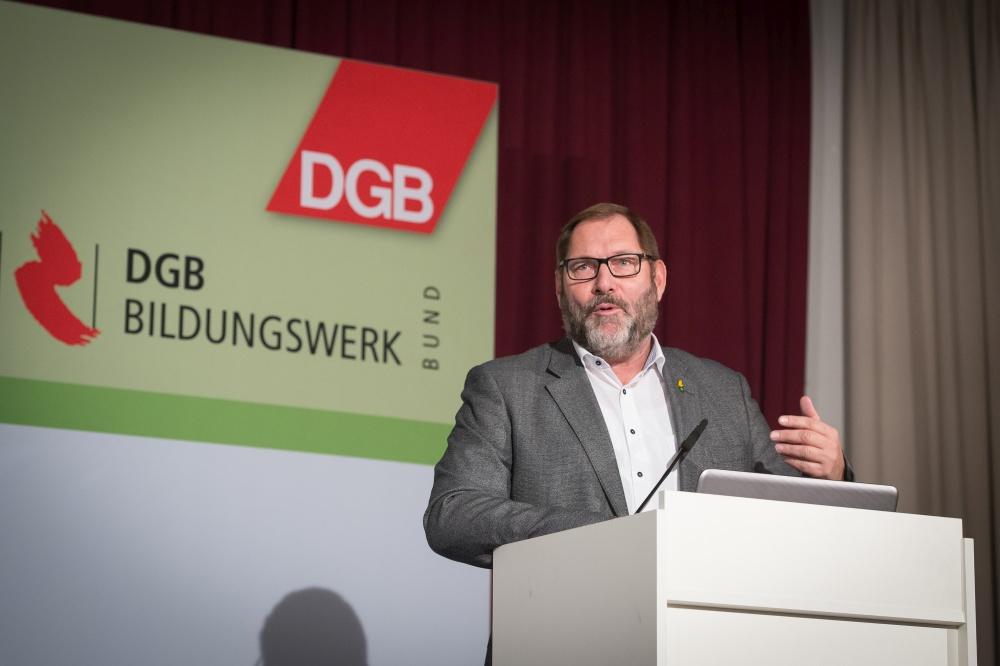 Jörg Radek, stellvertretender GdP-Vorsitzender auf dem Redner pult