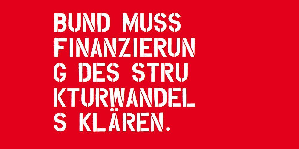 """Schriftzug in weiß auf rotem Grund """"Bund muss Finanzierung des Strukturwandels klären."""""""