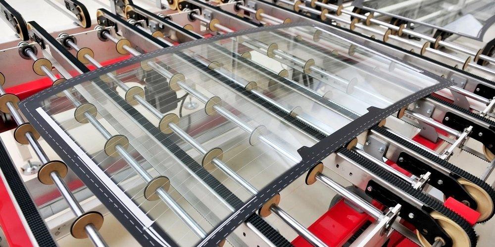 Autglasscheibe auf Produktionsförderband