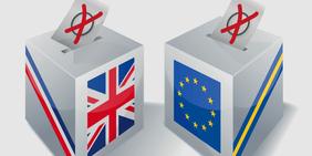 Wahlurnen mit britischer Flagge und EU-Flagge