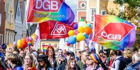 Regenbogenflagge auf dem ersten Christopher Steet Day in Landshut