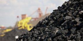 Aufgeschüttete Kohle in Bergbaugebiet