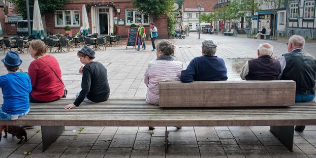 Sitzbank, ältere Menschen, Familie