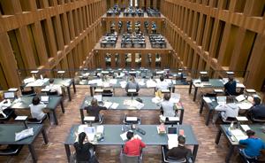 Lesesaal einer Bibliothek