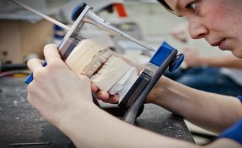 Zahntechnik Arbeit Handwerk Frauen