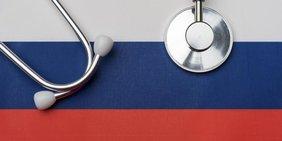 Symbolbild Russlandflagge mit Stethoskop