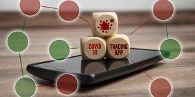 Smartphone mit Holzwürfeln auf dem Display mit der Aufschrift: Covid19, TracingApp