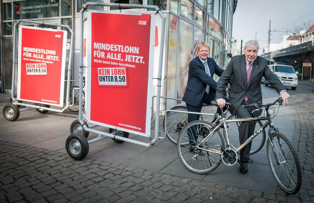 Michael Sommer und Reiner Hoffmann vor dem DGB-Haus