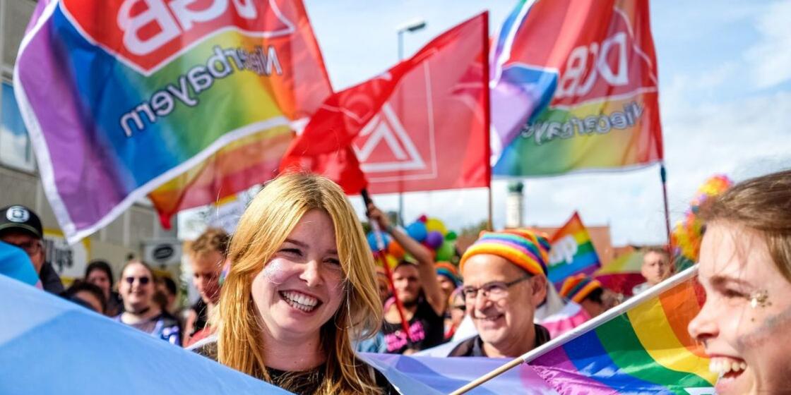 Marlene Schönberger beim ersten CSD in Landshut, Mitglied des DGB-Kreisverbands Dingolfing-Landau und Vorsitzende von Queer in Niederbayern