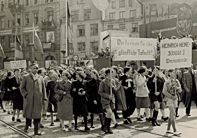 1. Mai 1952 oder 1953 in Rostock