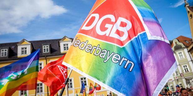 Gewerkschaftsfahne Regenbogenflagge Christopher Street Day Landshut