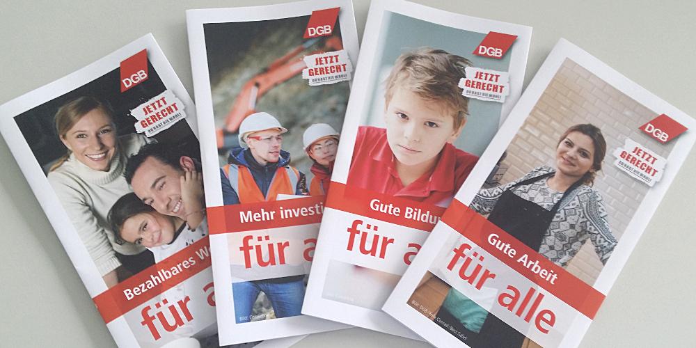 """Foto von mehreren Flyern, Titel des obersten: """"Gute Arbeit für alle"""", DGB-Logo"""