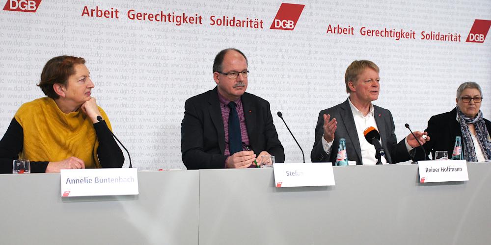 Podium Annelie Buntenbach, Stefan Körzell, Reiner Hoffmann, Elke Hannack