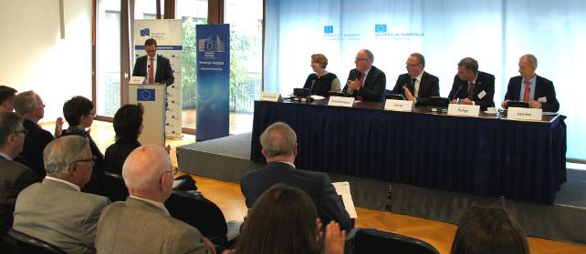 EBD Dialog zu Better Regulation mit DGB-Vorstand Annelie Buntenbaxch und EU-Kommissar Timmermans, 14. Juli 2015 in Berlin
