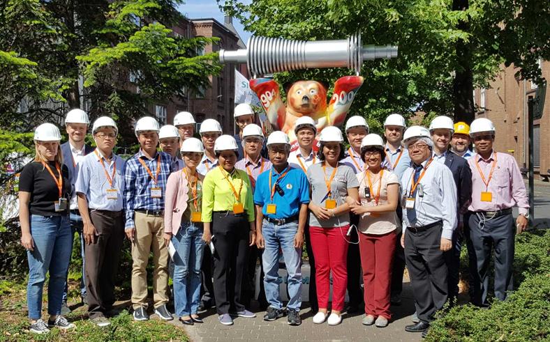 Vietnamesische Gewerkschaftsdelegation zu Gast beim Deustchen Gewerkschaftsbund DGB; Gruppenfoto