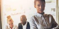 Junge Frau im Business-Look