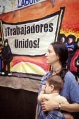 Mutter und Kind auf einer Arbeiter-Frauendemonstration, El Paso, Texas