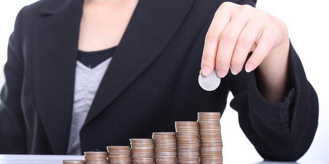 Teaser Lohn Gehalt Geld Münzen Frauen Equal Pay Gender Pay Gap Entgeltgelichheit Lohngerechtigkeit