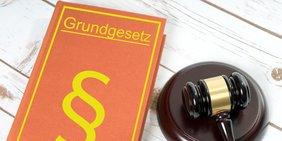 Grundgesetz und Richterhammer