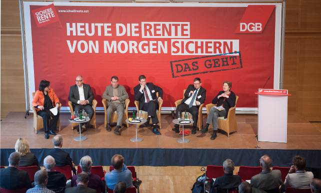 Podium mit den rentenpolitischen Sprechern der Bundestagsfraktionen