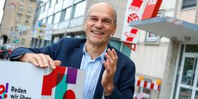 Dieter Bürk ist Vorsitzender des DGB in Karlsruhe und setzt sich für Gute Arbeit in der Region ein