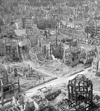 Blick auf Dresden vom Rathausturm