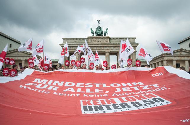 DGB-Aktion für einen Mindestlohn Ohne Ausnahmen am Brandenburger Tor