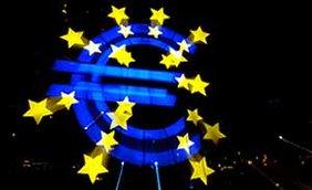 Das Euro-Zeichen vor der Europäischen Zentralbank in Frankfurt Main