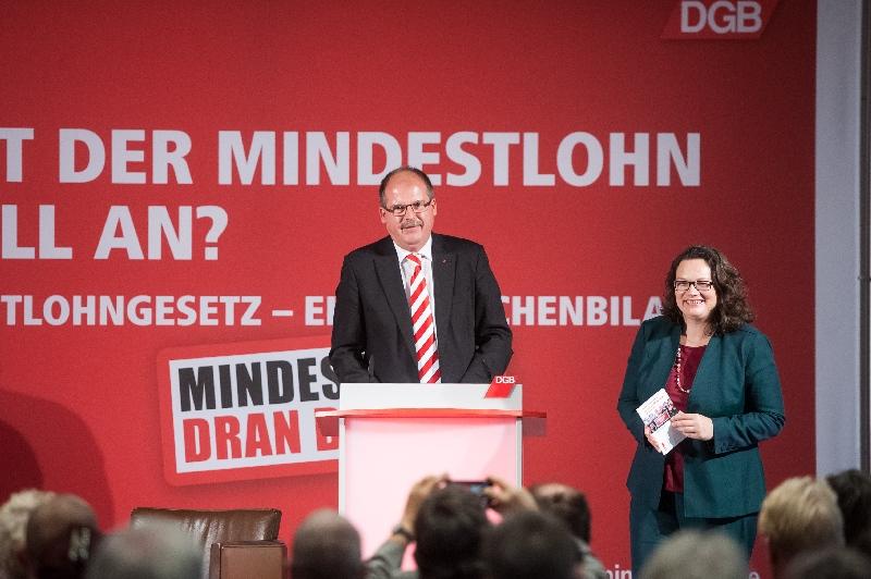 DGB-Vorstandsmitglied Stefan Körzell und Bundeswirtschaftsministerin Andrea Nahles
