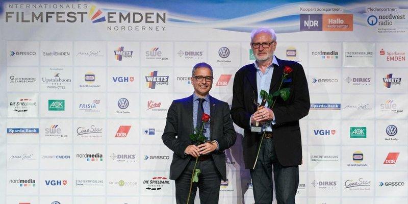 """Preisverleihung DGB-Filmpreis beim 29. Filmfest Emden an Hans-Erich Viet für den Dokukmentarfilm """"Der letzte Jolly Boy"""""""