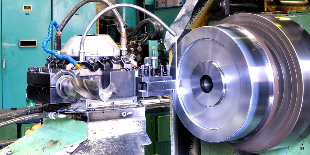 Maschinenteil in Produktionshalle