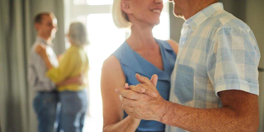 Seniorenpärchen Tanzt zusammen
