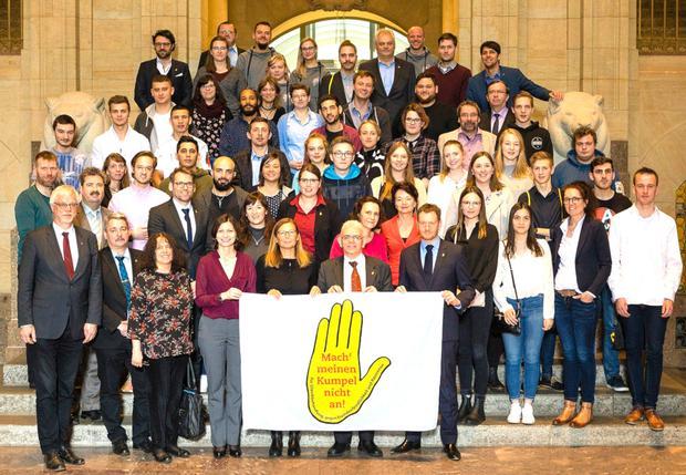 Gruppenfoto Preisverleihung Gelbe Hand