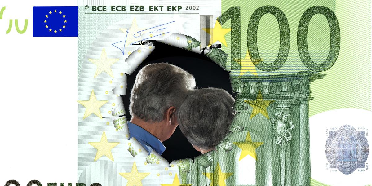 Durchlöcherter 100-Euro-Schein; durch das Loch ist ein älteres Paar zu sehen, das sich gegenseitig tröstet