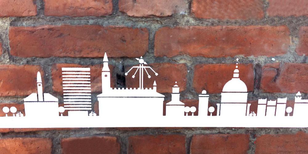 Stilisierte Silhouette von Kopenhagen vor Backsteinen