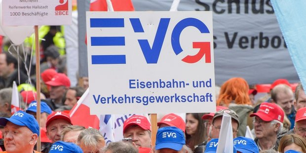 EVG Plakat in der Menschenmenge