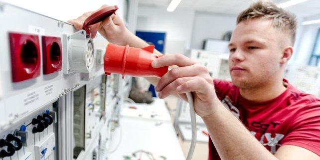 Symbolfoto Ausbildung Fachkräfte Handwerk Elektriker