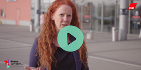 Rothaarige Frau in Voxpop zu Investitionen in Kommunen Zukunftsdialog