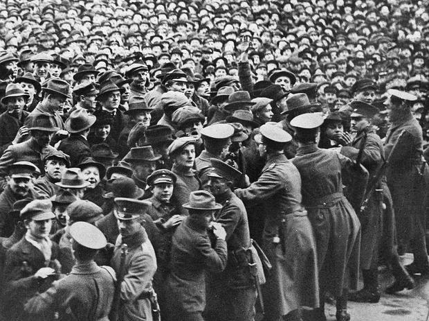 Demonstranten 1920 vor dem Reichstag