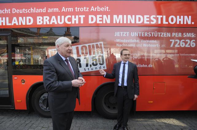 Berliner Linienbus im Mindestlohn-Look