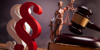Paragraphenzeichen Richter-Hammer Justiz