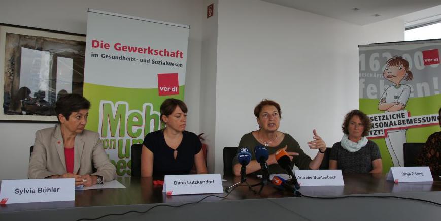 Teilnehmerinnen der Pressekonferenz zum DGB-Index zu Arbeitsbedingungen in der Pflege