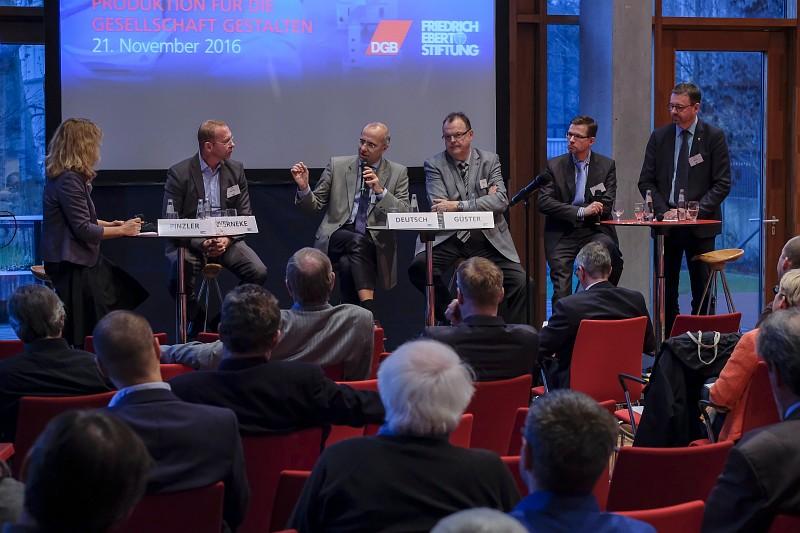 Diskussionsrunde mit Frank Werneke (ver.di), Dr. Klaus Günter Deutsch (BDI), Claus-Harald Güster (NGG), Dr. Oliver Perschau (BDA), Tomas Nieber (IG BCE) (v.l.)