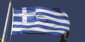 Griechische Flagge weht im Wind