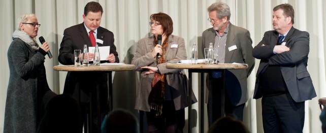 Diskussionsrunde Renate Sternatz, Ralph Müller-Beck,  Moderatorin Petra Bill,  Werner Rügemer, Rolf Lutzke