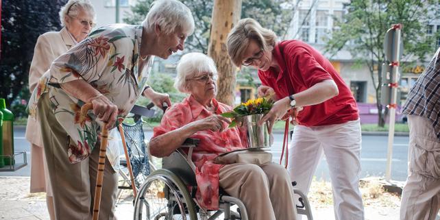 Altenpflegerin im Dienst