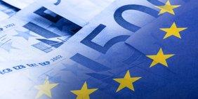 Europaflagge mit Geldscheinen im Hintergrund
