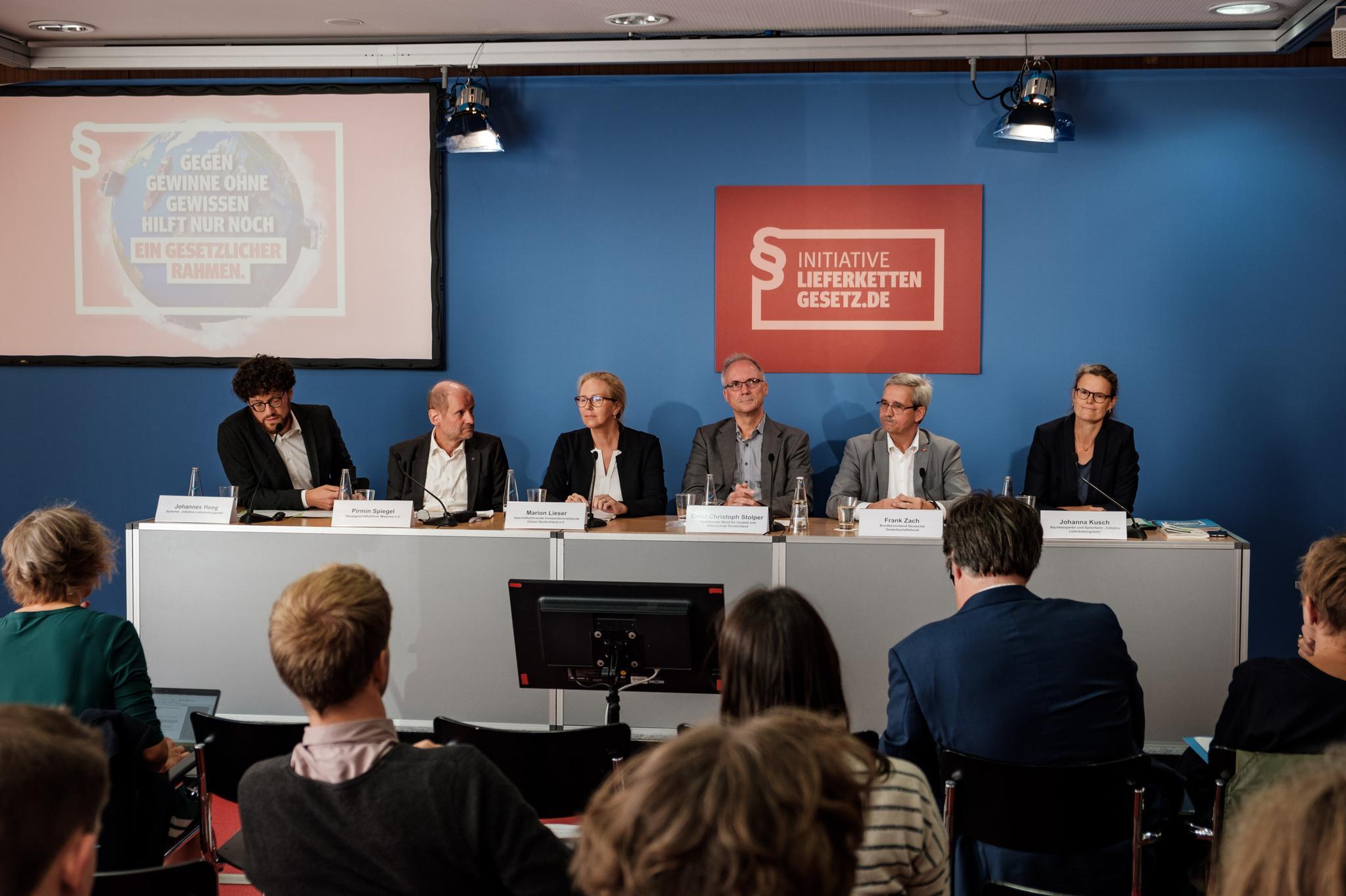 Gruppenbild von der Pressekonferen zur Vorstellung der Kampagne zu fairen Lieferketten.