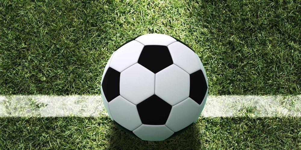 Fußball auf Wiese