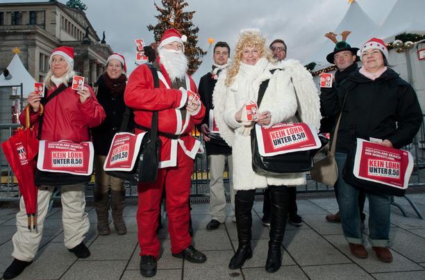 Mindestlohnaktion auf dem Weihnachtsmarkt am Berliner Gendarmenmarkt